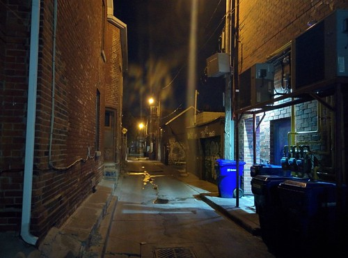 Looking east, alley north of College off Ossington #toronto #ossingtonave #collegestreet #alley #laneway #intersection #night