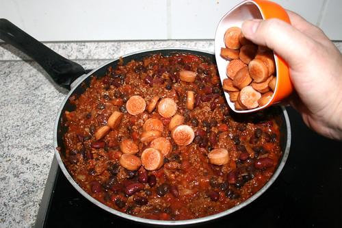 31 - Würstchen dazu geben / Add sausages