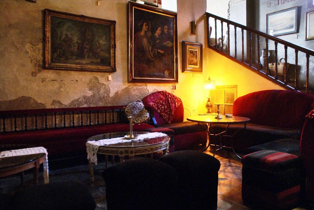 Où sortir à Fès: A l'intérieur du café Barcelona.