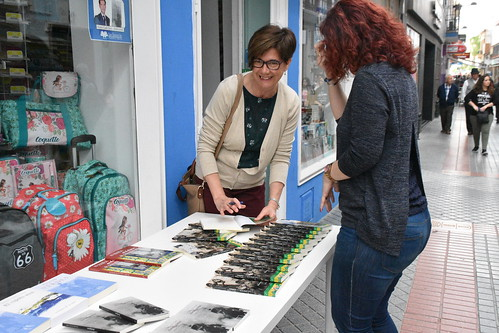 Firma de libros autores locales Papelería San Sebastián