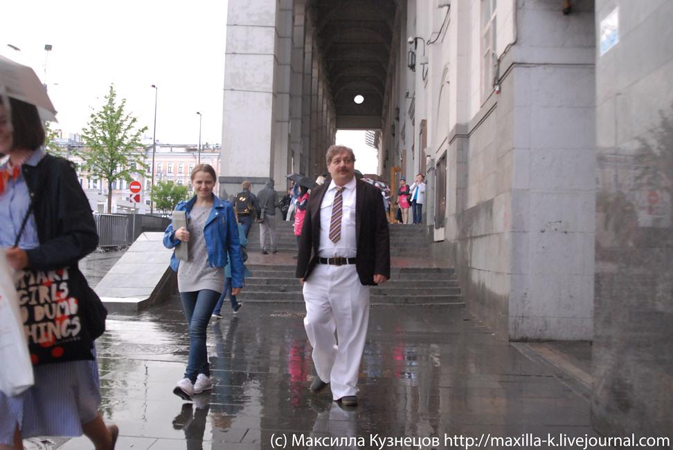 Фото с девушками в белых штанах