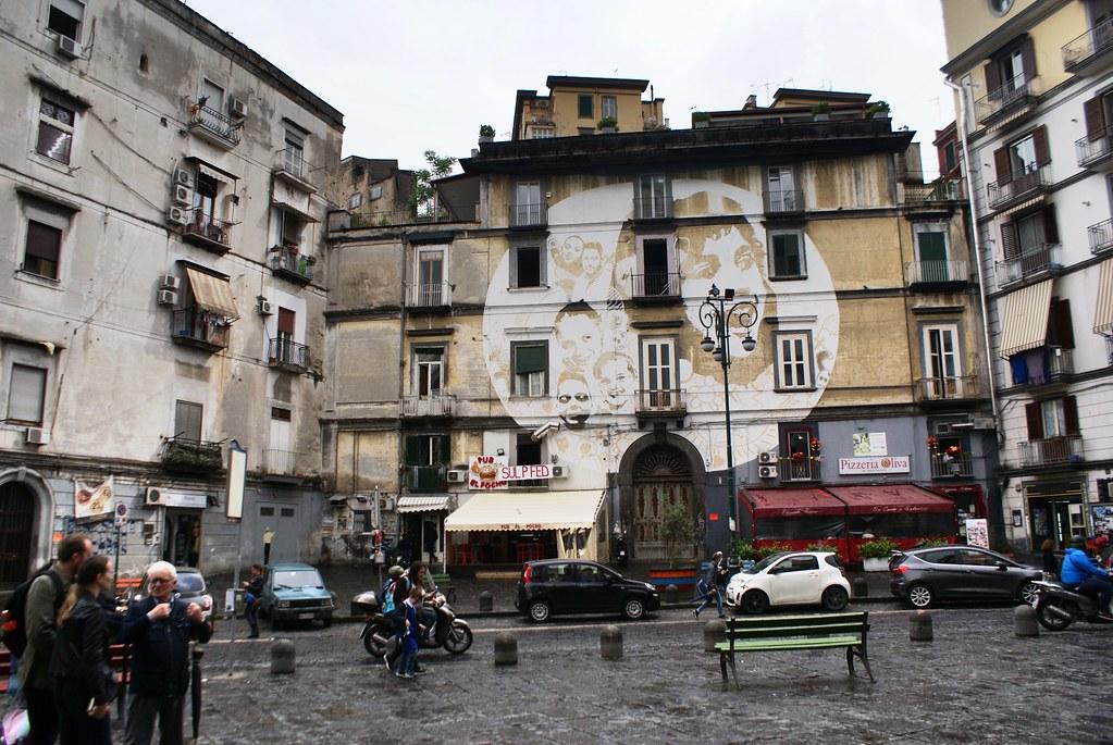 Toujours à la Sanita à Naples mais un peu plus gai avec ses portraits souriants.