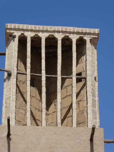 Lufteinlassschächte in einem Windturm in Yazd