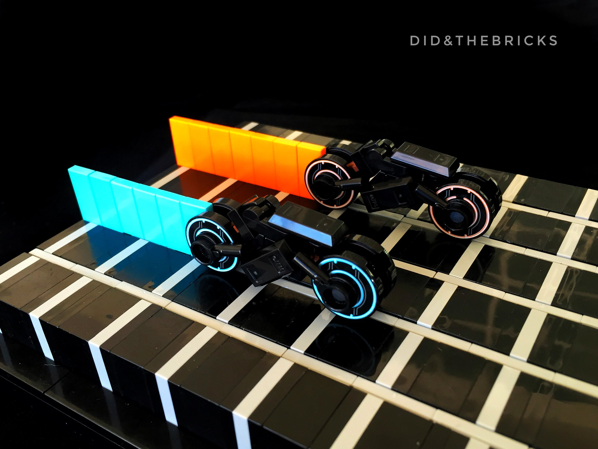 TRON - microscale light cycles