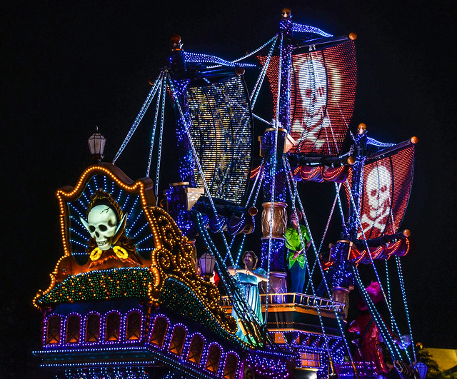 Pirate ship flags Dreamlights TDL