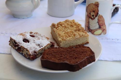 Schokoflocken-Kirschkuchen, Hefe-Streuselkuchen und Scholadenkuchen