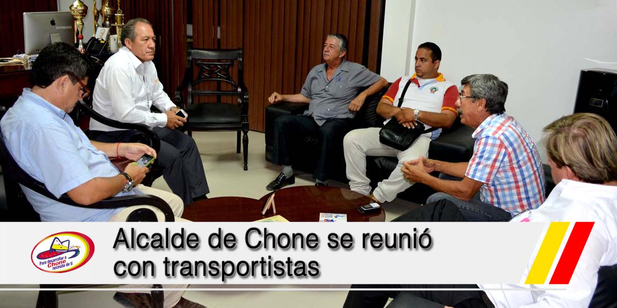 Alcalde de Chone se reunió con transportistas