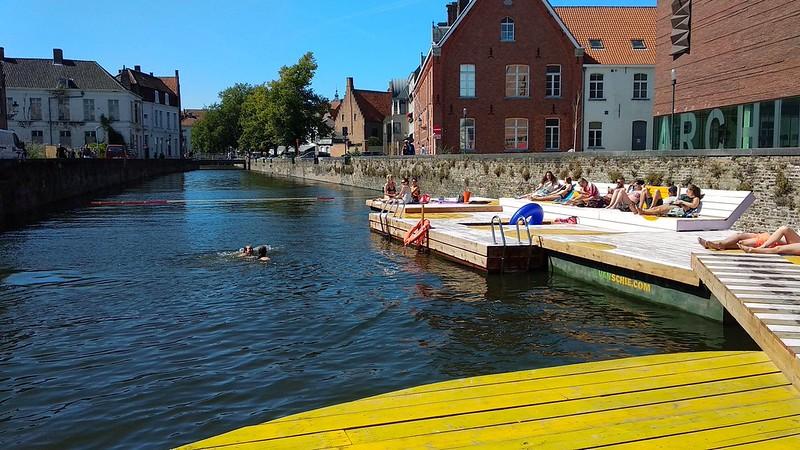 Canal Brujas  - 29613829708 72401b3929 c - Un chapuzón en los canales de Brujas: arte al aire libre.