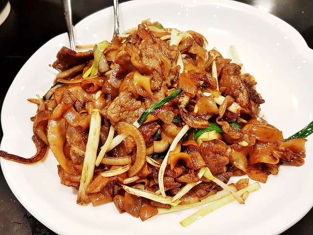 Wok-Fried Rice Noodles With Sliced Beef