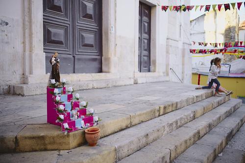 Alfama at the beginning of June #santospopulares  #alfama #portugal #street #t3mujinpack