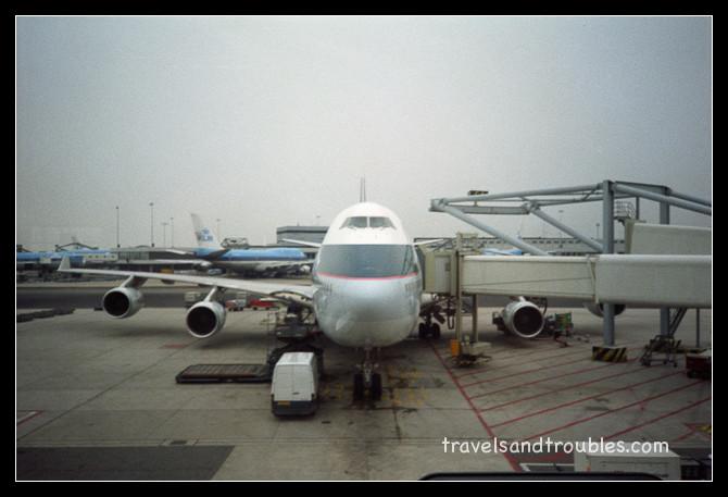 De 747 jumbo van Cathay Pacific staat klaar
