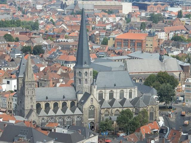 uitzicht op toren Sint-Baafskathedraal: Sint-Jacobskerk