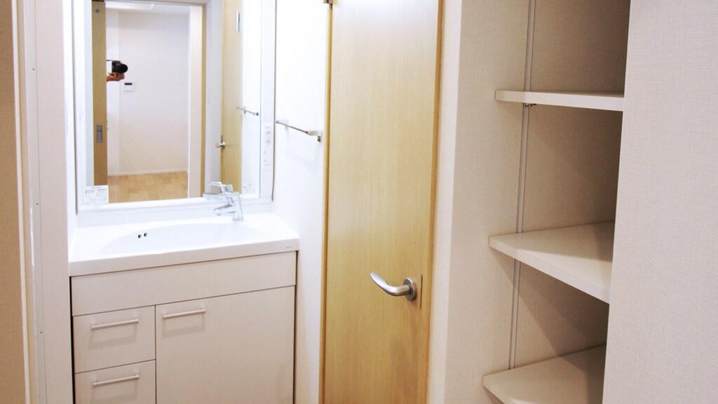 洗面所と収納棚