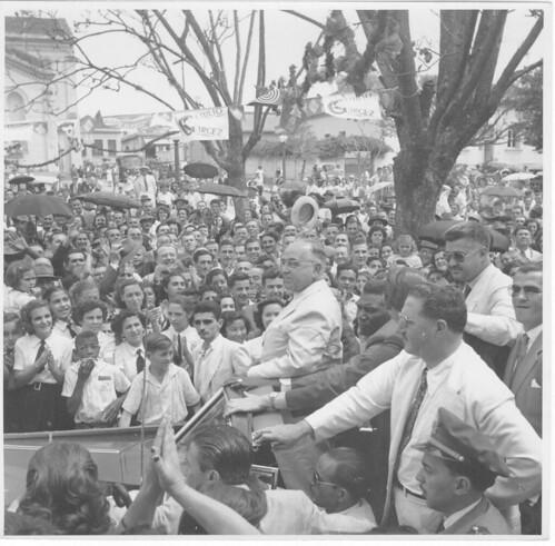 Getúlio Vargas e a população em campanha eleitoral