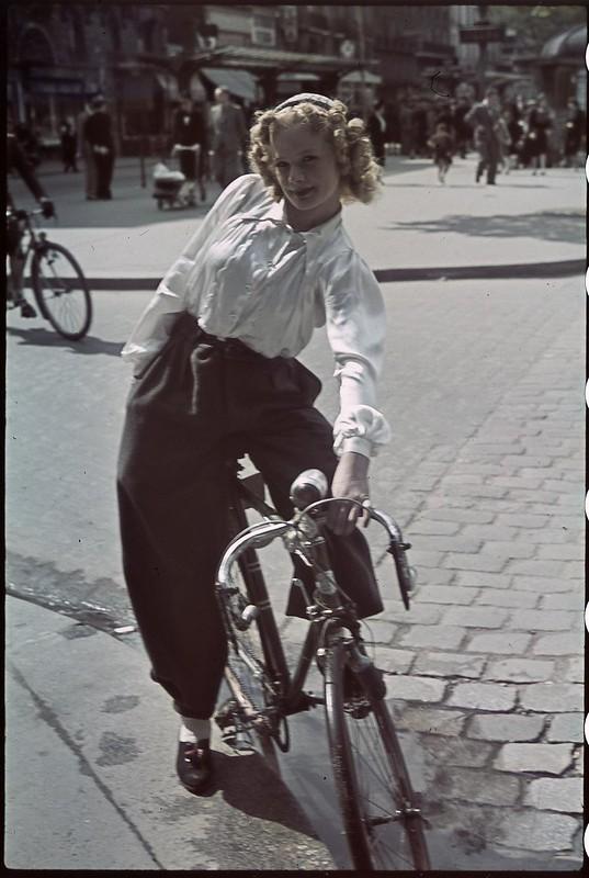 Париж под пятой оккупантов на фотографиях Андре Зукка. Часть 14. 1941. На улицах Парижа-2