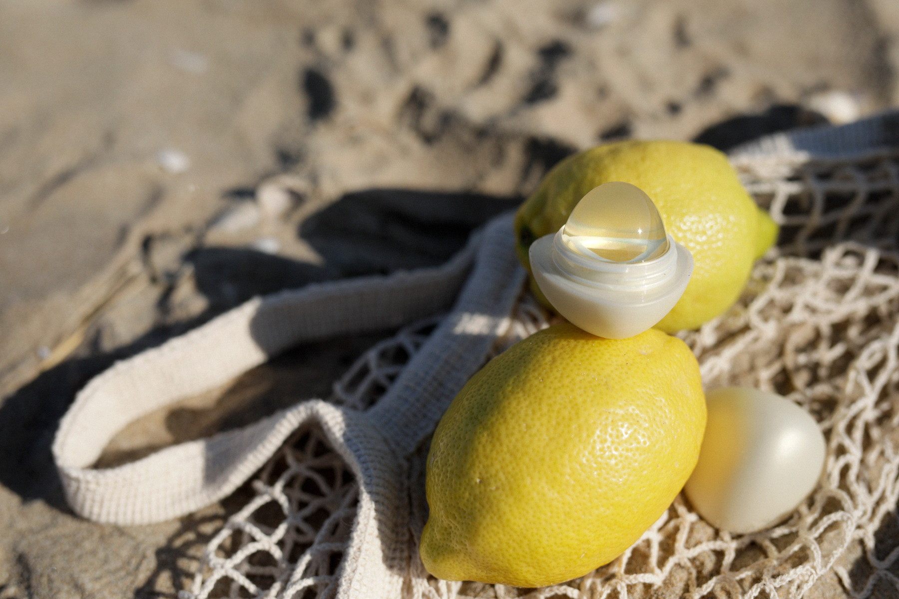 beauty at the beach lemon biotherm sun waterlovers suncare skincare sunblock beachlife beachvacation diptyque skincare eos crystal lip balm bikini swimwear beautyblogger beautybloggers catsanddogsblog ricarda schernus beautyblogger düsseldorf catsdogs1