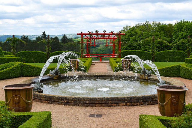 Chinese White Garden at the Jardins de Eyrugnac #gardens #eyrugnac #dordogne #france #travel