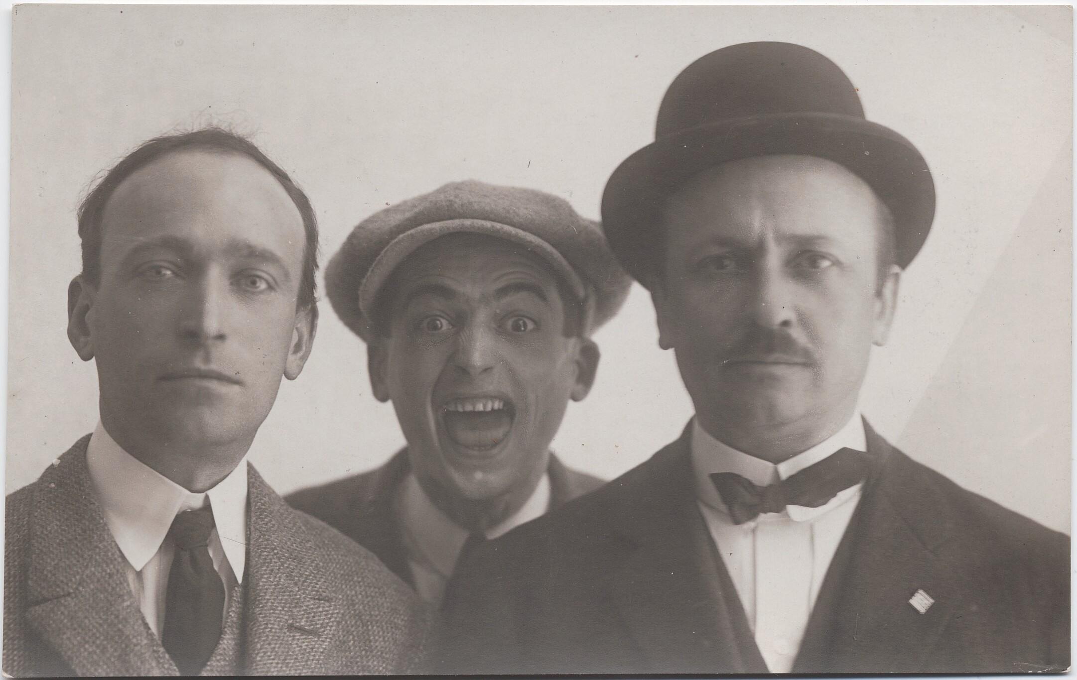 Болонья. Филиппо Томмазо Маринетти с Тато (в центре) и Анджело Кавиглиони
