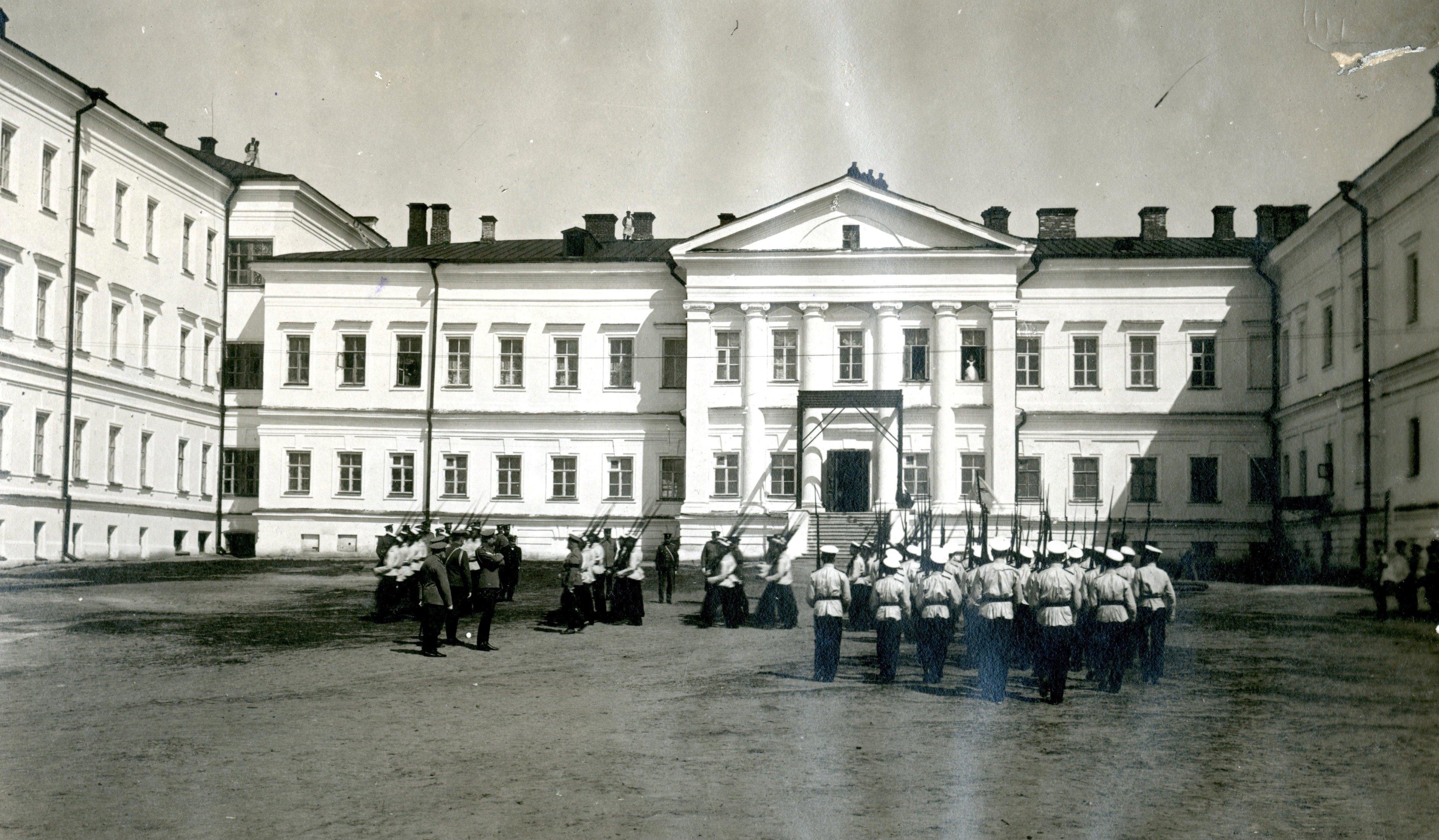 Смотр фронтового учения 1-й роты Омского кадетского корпуса, великим князем Константином Константиновичем  2 мая 1909 г.