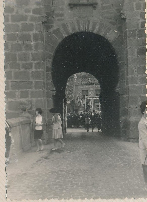 Romería de la Virgen de la Cabeza junto al Puente de San Martín en 1962 o 1963. Fotografía de Julián C.T.