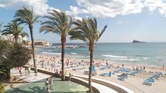 Vivienda de 164 m2 situada en primera línea de playa Poniente y pleno centro de Benidorm con fabulosas vistas a toda la bahía. Solicite más información a su inmobiliaria de confianza en Benidorm  www.inmobiliariabenidorm.com