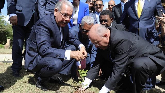 Danilo entrega Jardín Botánico Profesor Eugenio de Jesús Marcano, segundo pulmón de Santiago
