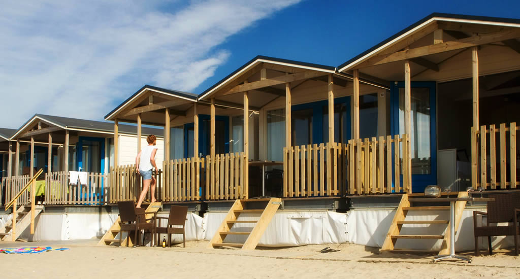 Rent a beach hut in The Netherlands: Wijk aan Zee (photo by Aan Zee Slapen) | Your Dutch Guide