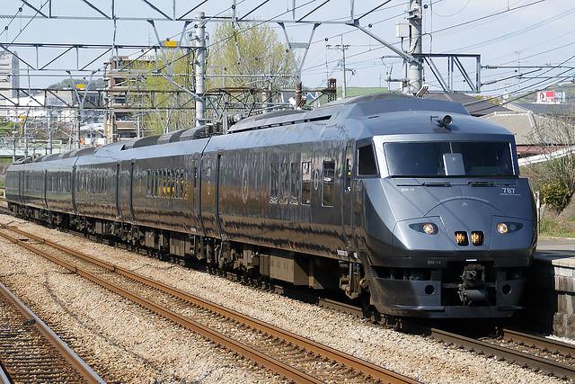 1024px-Kyushu_Railway_-_Series_787_-_01