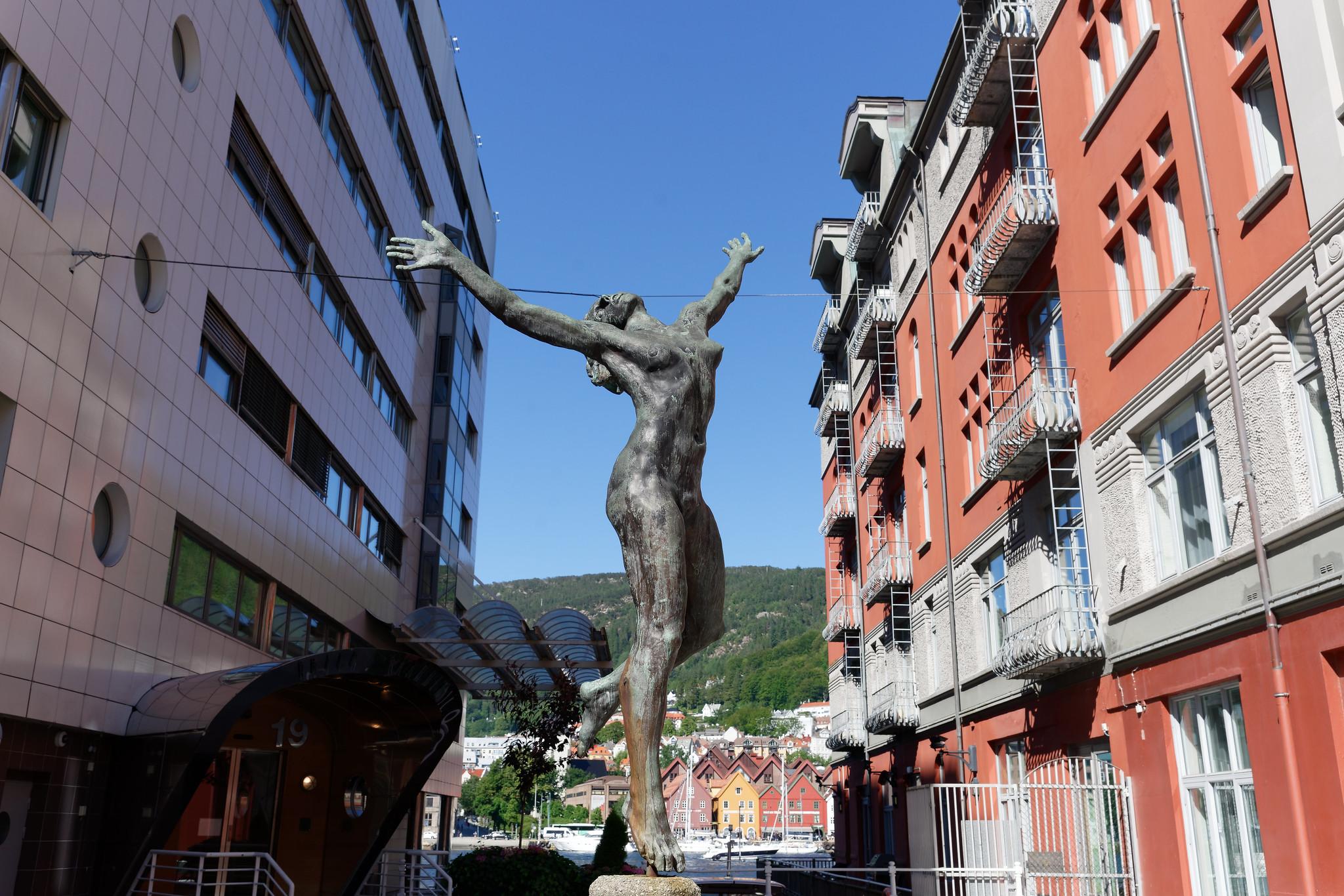 Bergen Statue