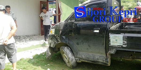 Kondisi Mobil Pick Up BP 8903 KY yang dikemudikan Putu Sudarnaka, menabrak rumah Jayadi.
