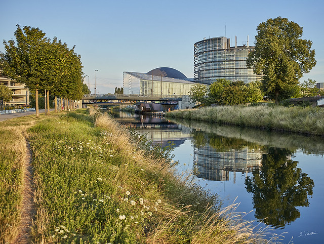 Parlement européen ~ European parliament