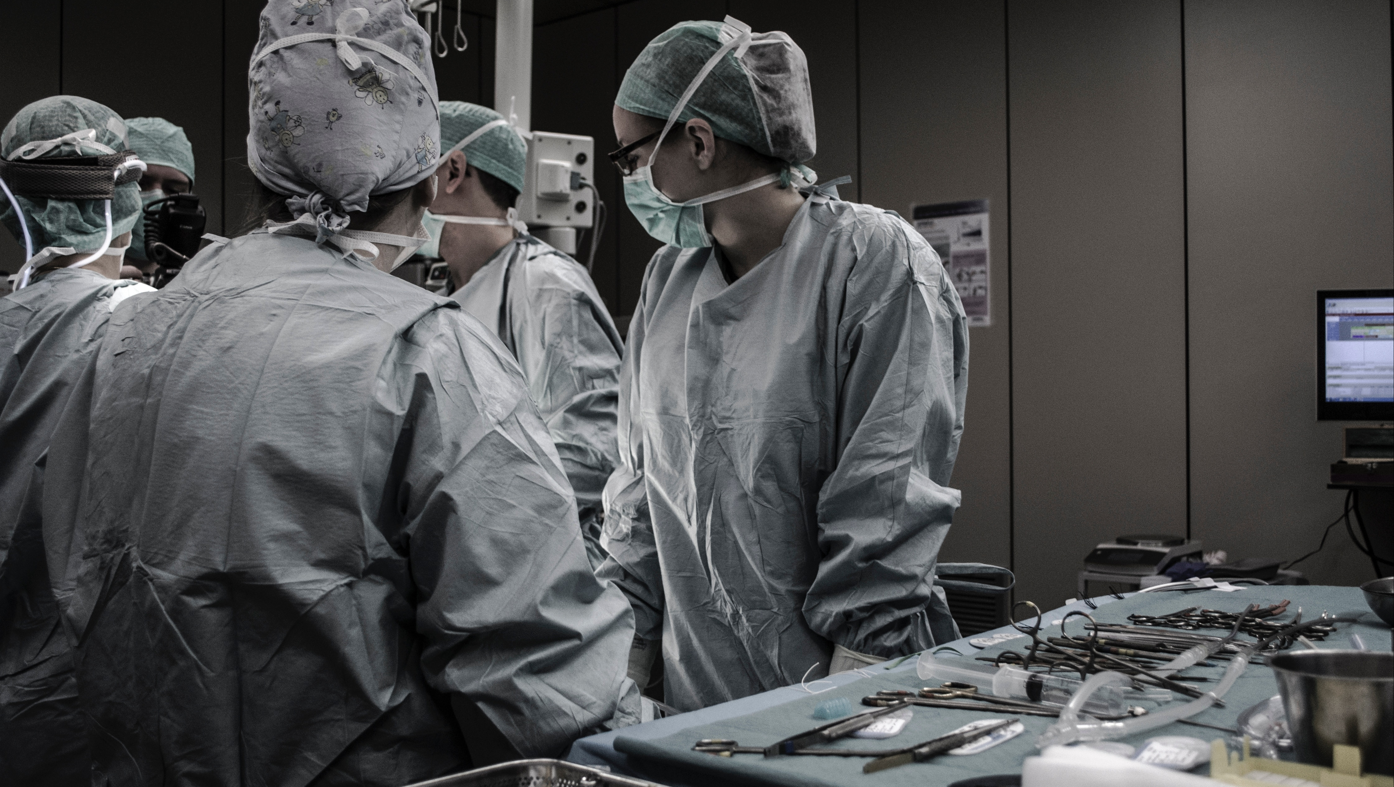 People in an operating theatre