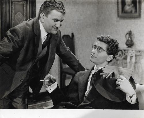 Pierre Mondy and Darry Cowl in Vous n'avez rien à déclarer (1959)