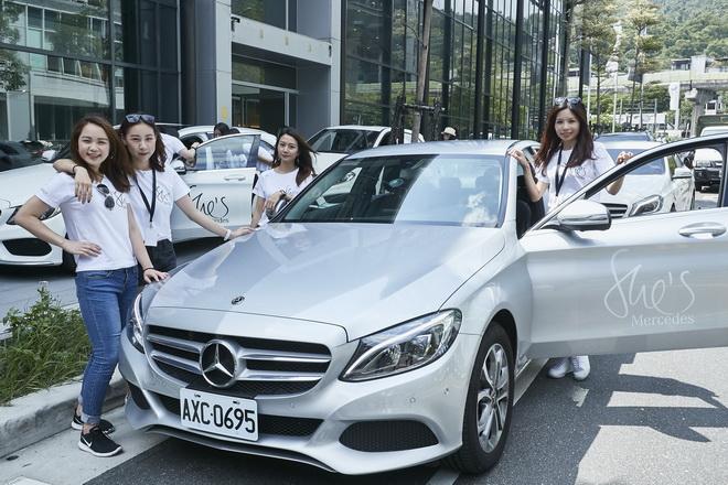 She's Mercedes 「Challenge Day 駕馭挑戰之旅」活動選出新世代女性的「PIONEER 自信駕馭者」,分組帶領「EXPLORER 新手練習者」參與試駕活動。