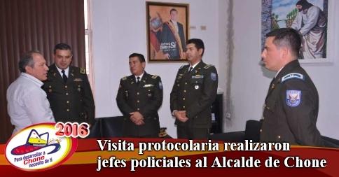 Visita protocolaria realizaron jefes policiales al Alcalde de Chone