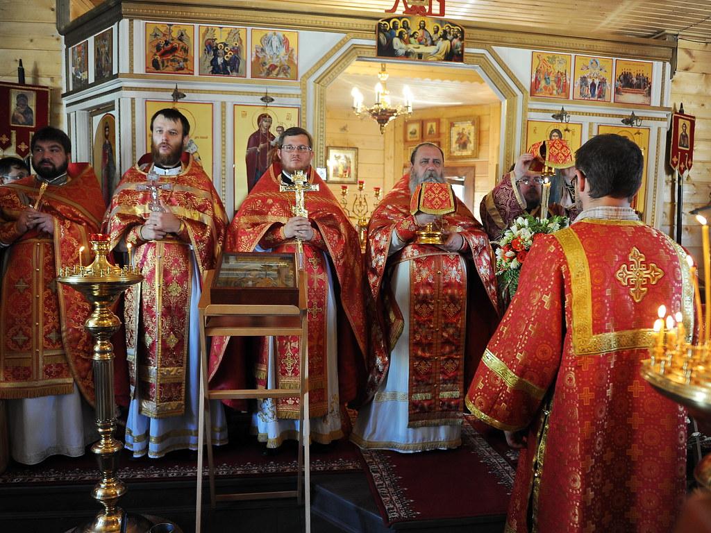 В храме св. блгв. Андрея Боголюбского на Волжском освятили колокола