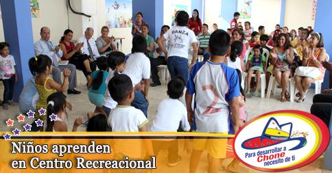 Niños aprenden en Centro Recreacional