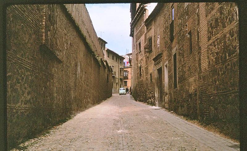 Calle Santa Úrsula de Toledo en abril de 1963. Película Kodachrome. Donación de la familia Burgos.