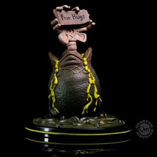 Free Hugs from the Alien Face Hugger Q-Fig from Quantum Mechanix!