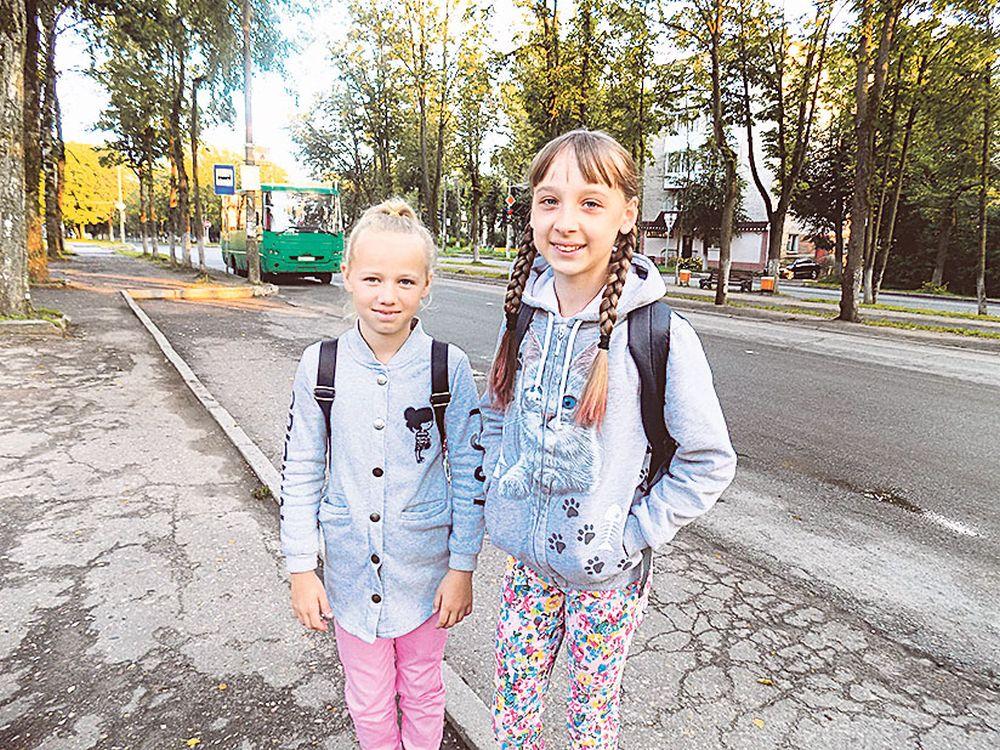 Дети радостно ждут интересной поездки