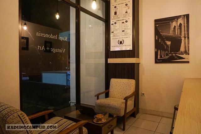 unjuan kopi sidji bintaro tempat duduk - kadungcampur