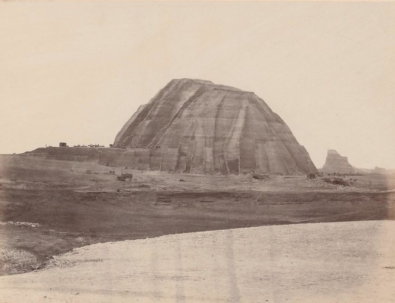 Острова Чинча. Вид с юго-востока на громадную кучу гуано (2 000 000 тонн)