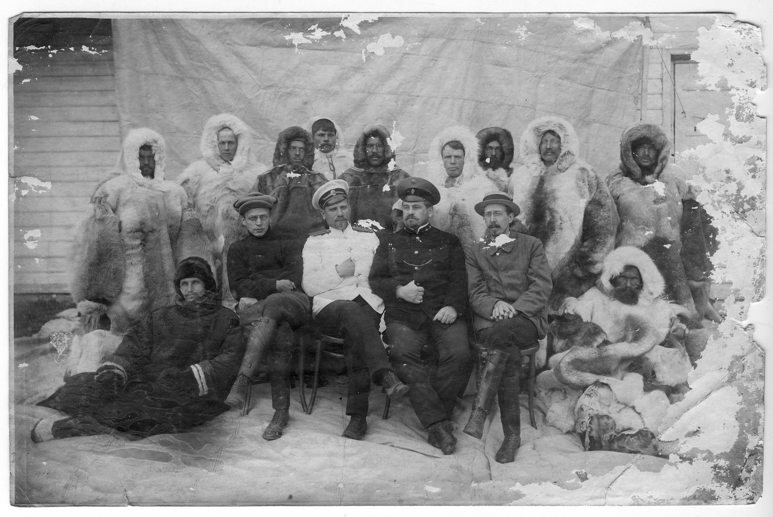 Участники экспедиции 1912-1914 гг. к Северному полюсу под руководством лейтенанта Г. Я. Седова