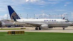 United Airlines Boeing 737-724(WL) N27734