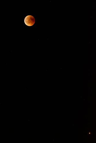 La lune et tout en bas à droite, Mars