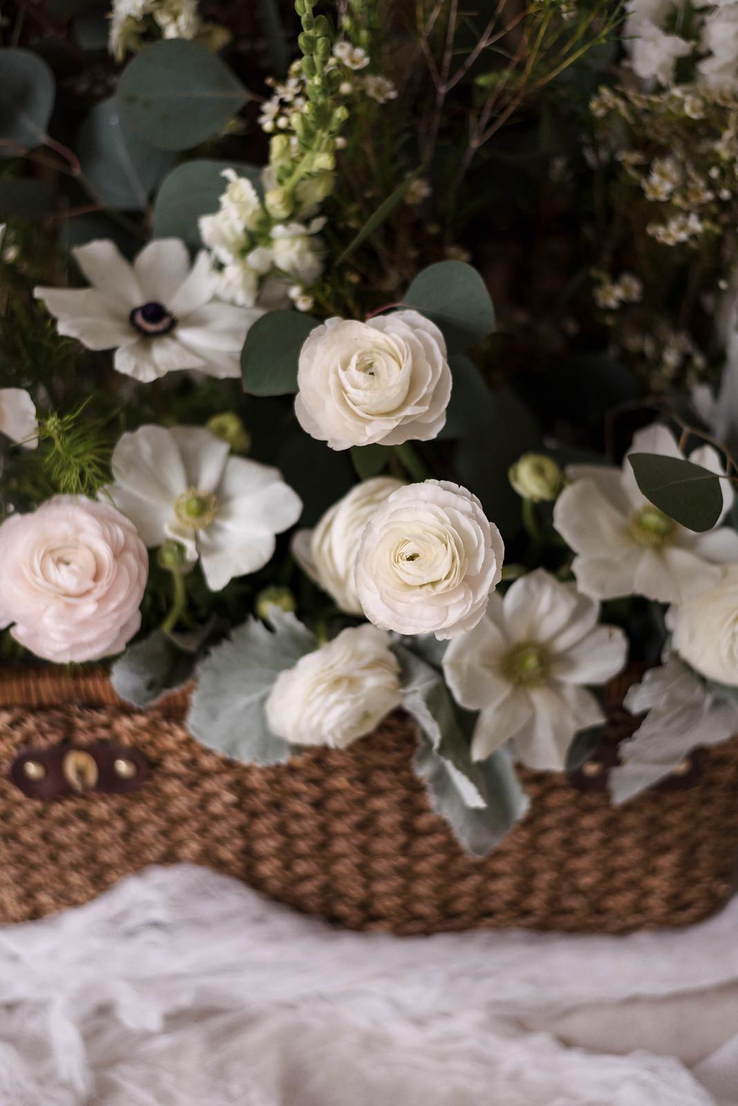 Picnic Basket Floral Design on http://juliettelaura.blogspot.com/