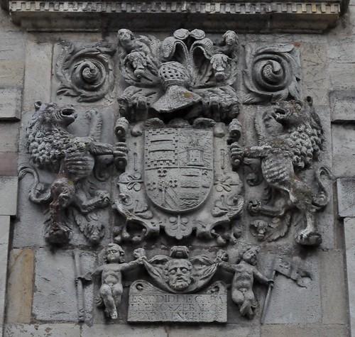 Los Corrales de Buelna (Cantabria-España). Casa-palacio de los Condes de Mansilla. Armas de Ceballos y alianzas