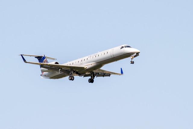 United Express Bombardier CRJ 200 Landing at IAH 1806101711