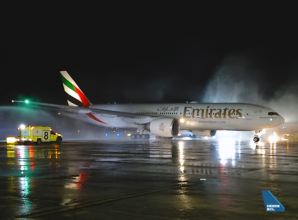 Emirates B777-200LR water salute SCL (RD)