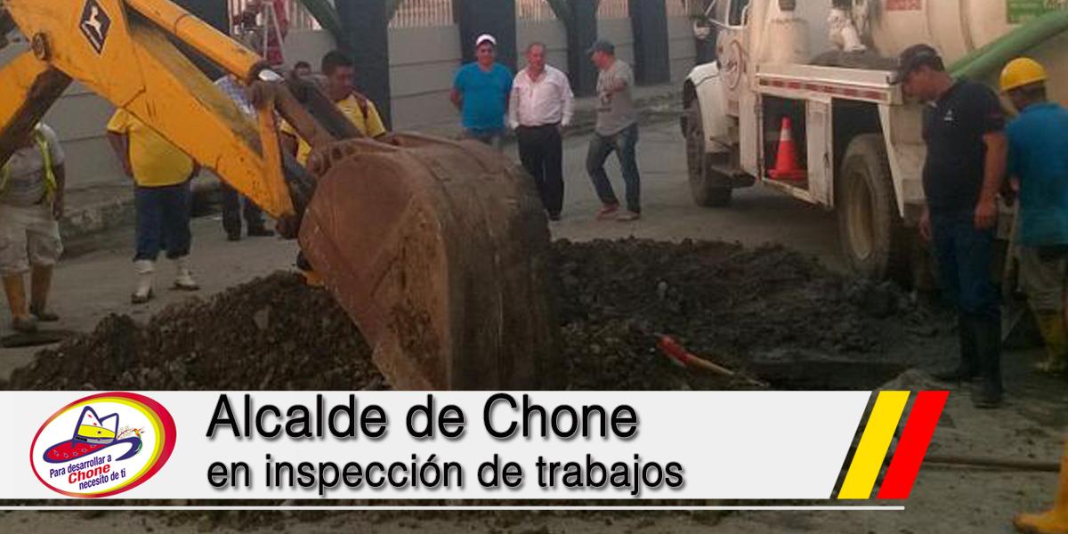 Alcalde de Chone en inspección de trabajos